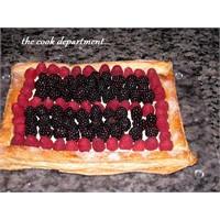 Kırmızı Meyvelerle Milföy Pasta