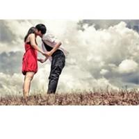 Aşk Şarkılarının Dayanılmaz Romantizmi