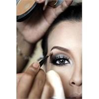 Güzelliğiniz İçin Bir Kaç Göz Makyajı Hilesi