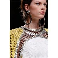 Moda Haftalarından 2013 Küpe Modelleri