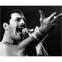 Freddie Mercury Tekrar Sahneye Çıkacak