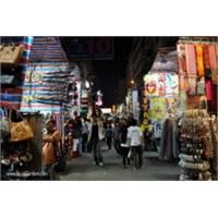 Hong Kong'un En Ünlü Sokak Pazarı Ladies Market
