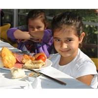 İyi Beslenmeyen Çocuklar Kısa Boylu Oluyorlar