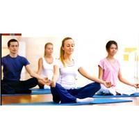 """Yoga""""Burada Ve Şu Anda Olma"""" Bilimi"""