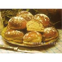 Bademli Kremalı Çörekler