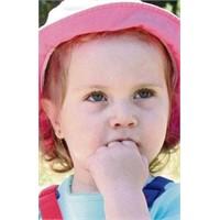 Çocuklarda Parmak Emme Alışkanlığından Nasıl Kurta