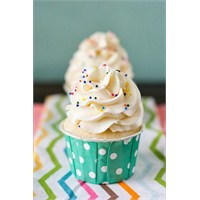 Happy Weekend Vanilyalı Cupcake