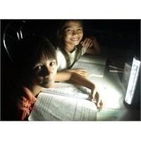 Elektriği Olmayan Bölgelere 100 Bin Güneş Feneri