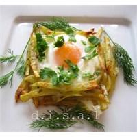 Patates Yuvasında Kaşarlı Yumurta