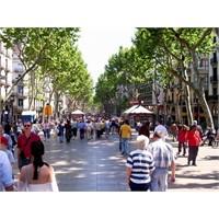 Barselona Rambla Ve İstanbul'un İstiklal Caddesi