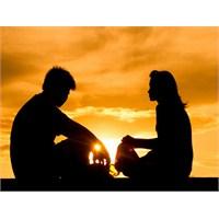 Sevgilinize Herşeyi Anlatmak Doğru Mu?