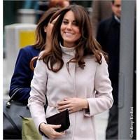 Kate Middleton: Max Mara Manto Ve Mulberry Elbise
