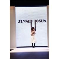 İstanbul Fashion Week 2011 Zeynep Tosun Defilesi