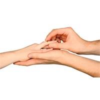 Evlilikte Mantık Mı, Yoksa Duygular Mı Öne Çıkmalı