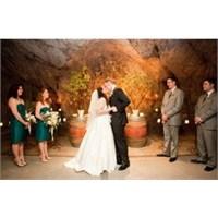 Kaliforniya'da Mağarada Bir Düğün