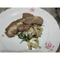 Kremalı Ispanaklı Mantar Soslu Biftek