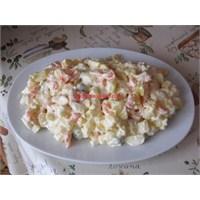 Amerikan Salatası Tarifi Leziz