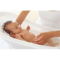 Bebeğin İlk Banyosu Nasıl Yapılır?