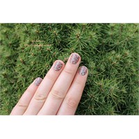 Dot Dot Dot Dot Manicure