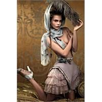 Karl Lagerfeld Chanel İçin Tasarlıyor