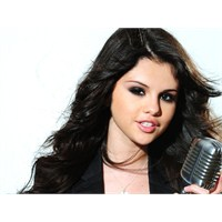 Selena Gomez Tell Me Something İ Don't Know Dinle