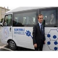 Türkiye'nin İlk Elektrikli Minibüsü Tanıtıldı