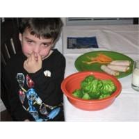 Çocuğunuzun Meyve Sebze Yemesini Sağlamak