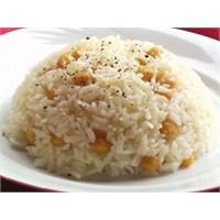 Akşam Yemeğinde Nohutlu Pilav