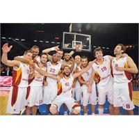 Saygı Yazılır Galatasaray Okunur