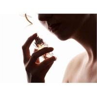 Parfüm… Adı Bile Etkiliyor!
