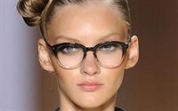 Gözlük Modelinize Ve Camlarınıza Uygun Makyaj Öner