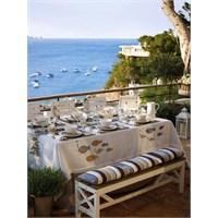 Deniz Esintileri Taşıyan Romantik Bir Masa Düzeni