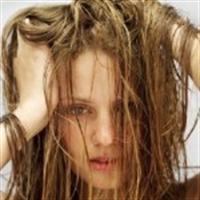 Lanet Olsun Ya Neden Bu Saçlarım Dökülüyor :(