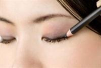 *sadece Göz Kalemi Kullanarak Güzelleşmek İçin