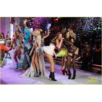 Victoria's Secret 2011 Defilesi Dün Gece Yapıldı
