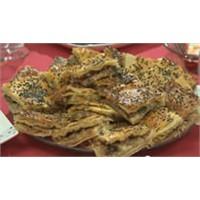 Patlıcanlı Kıymalı Açma Börek (Denizli) Tarifi