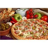 Akşam Keyfinde Biberli Ve Mantarlı Pizza Tarifi
