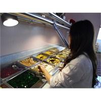 Çin Restoranında Öglen Yemegi