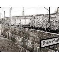 Berlin Duvarı 21 Yıl Önce Yıkıldı