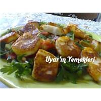 Kızarmış Peynirli Salata