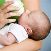 Biberon Bebekte Bağırsak Sorunlarına Yol Açabilir