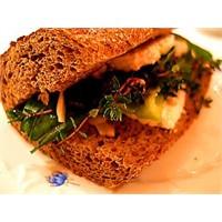 Taze Fesleğenli ve Kekikli Sandviç