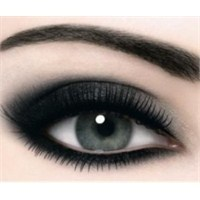 Dumanlı (Buğulu) Göz Makyajı Nasıl Yapılır?