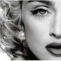Unspoken Dergi'de Mevzu Madonna!