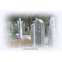 Edebiyatçıların Mezarları