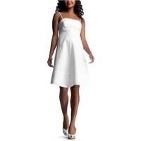Beyaz Giyimde Yeni Moda