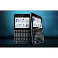 Motorola'dan Facebook Telefonu: Motokey Social