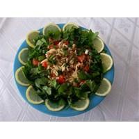 Yeşil Mercimekli Kiş Salatasi
