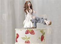 Zorla Evlenen Kişilerin Düğün Pastaları Nasıl Olur