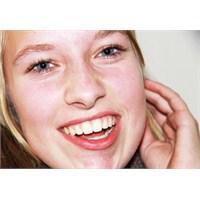 Güzel Gülümsemek İçin Yapılan Diş Beyazlatma Nedir